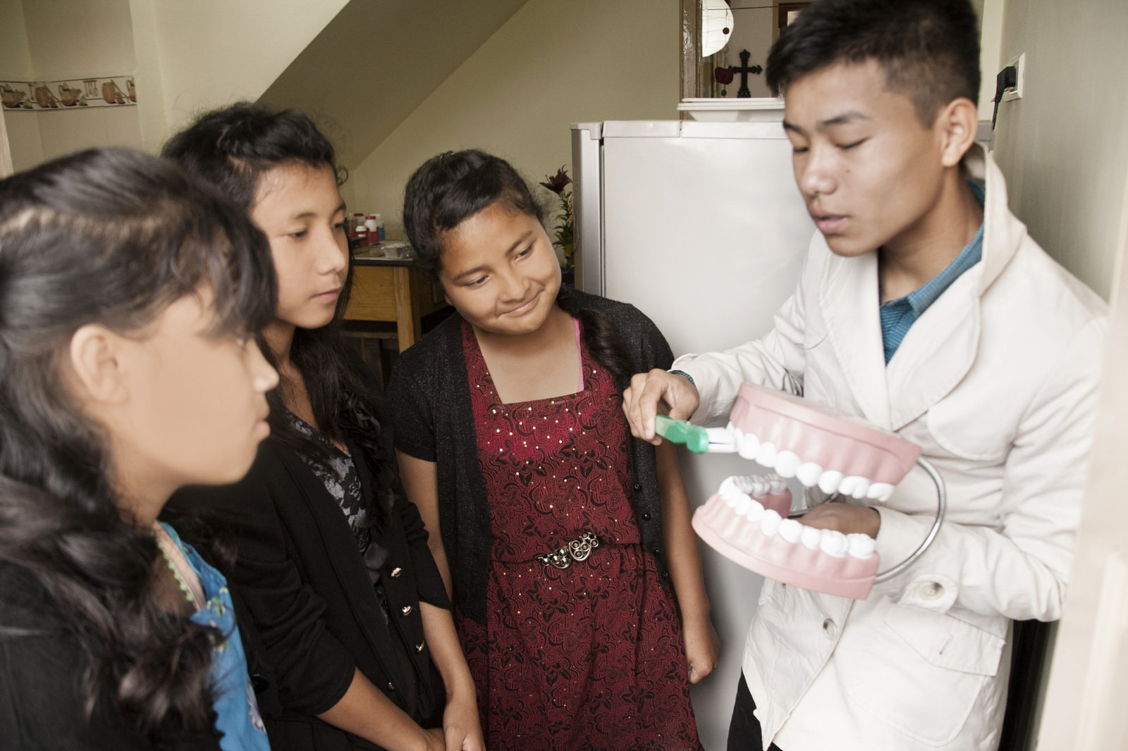 CHildren cleaning teeth. iStock_000070302187_Medium.jpg